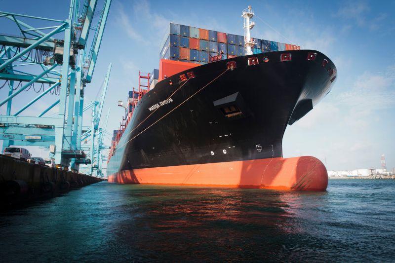Voorsteven containerschip bij APM